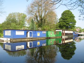 House boats and Cowley Peachey