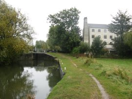 Approaching Parndon Mill