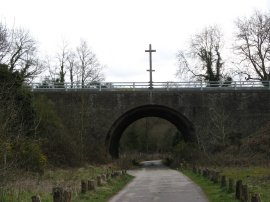 Crosses above the B3000