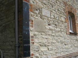 Thames flood markers