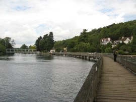 Causeway leading to Marsh Lock