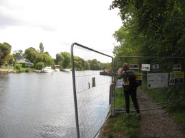 Site of the Thames Path closure