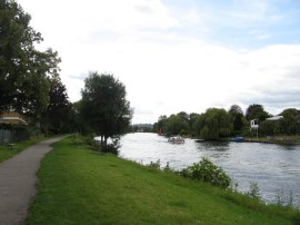 Thames Path nr Staines
