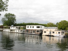 Houseboats besides Taggs Island
