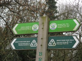 Fingerpost, Brent Lodge Park