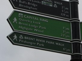 Fingerpost, Brentofrd High Street
